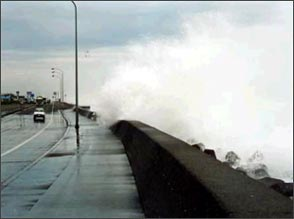 Overtopping Waves Attacking National Highway No. 36 (Shiraoi Bypass)