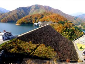 九頭竜ダム ~四季の景観美に融合する昭和のピラミッド~